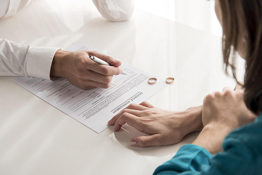 Papiery rozwodowe może złożyć dosądu każdy zmałżonków